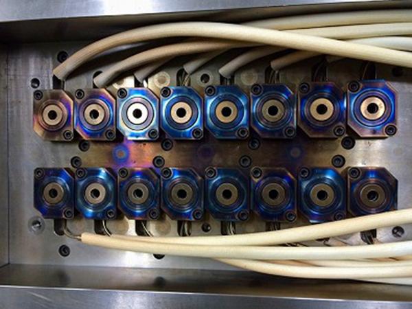導入事例 No.01 毎月1,500kg廃棄していたランナーがホットランナー化で『ゼロ』に!